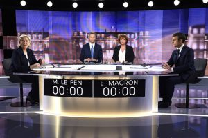 (From L) French presidential election candidate for the far-right Front National (FN) party, Marine Le Pen, French journalist Christophe Jakubyszyn, French journalist Nathalie Saint-Cricq and French presidential election candidate for the En Marche ! movement, Emmanuel Macron pose prior to the start of a live brodcast face-to-face televised debate in television studios of French public national television channel France 2, and French private channel TF1 in La Plaine-Saint-Denis, north of Paris, on May 3, 2017 as part of the second round election campaign. Pro-EU centrist Emmanuel Macron and far-right leader Marine Le Pen face off in a final televised debate on May 3 that will showcase their starkly different visions of France's future ahead of this weekend's presidential election run-off. / AFP PHOTO / POOL / Eric FEFERBERG / ALTERNATIVE CROP